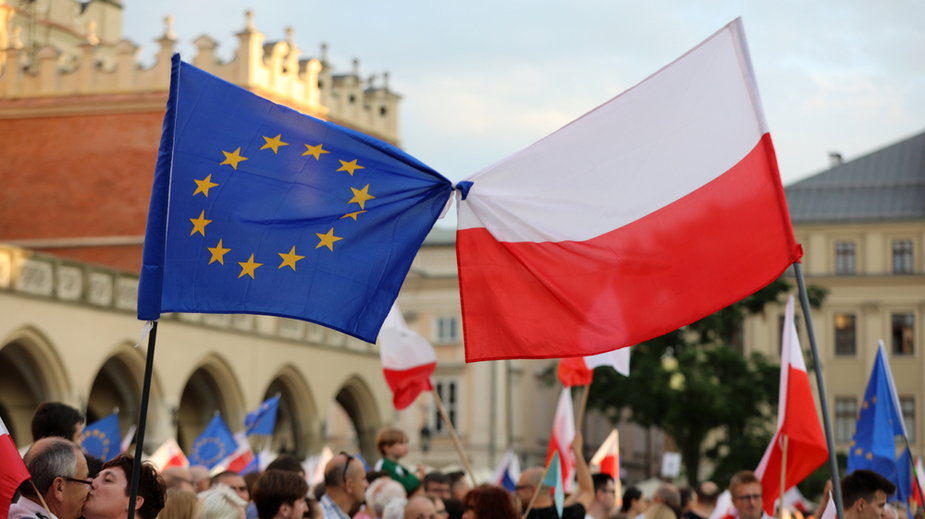 Sondaż: ponad 80 proc. Polaków za pozostaniem Polski w UE