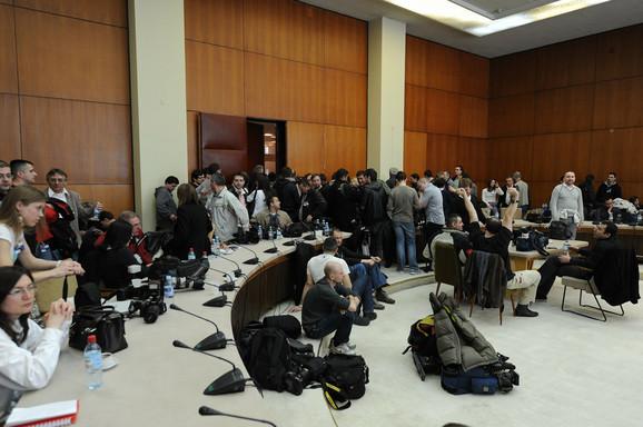 Strane i domaće novinarske ekipe u Palati Srbije pred dolazak premijera Rusije