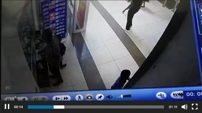 Police caught on Marina Mall CCTV stealing phone