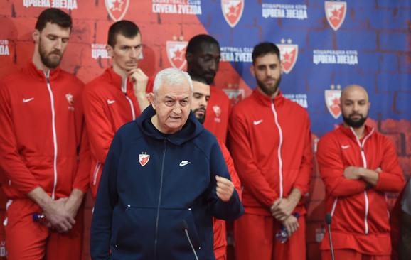 Dragan Šakota na na vrednoj konferenciji KK Crvena zvezda