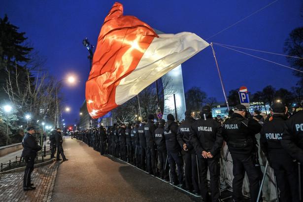 Policja zabezpiecza protest Obywateli RP przed Sejmem