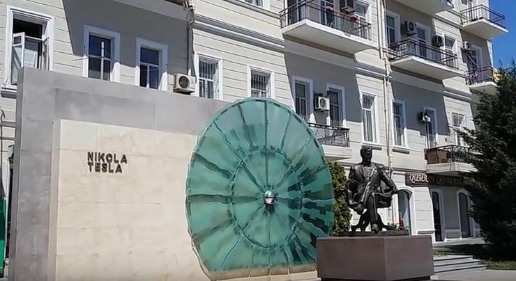 Nikola Tesla, spomenik, Baku, sc youtube