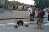 guca_lezi_na_trotoaru_zab_clip_safe
