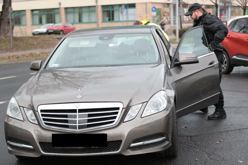 Pijany kierowca zaatakował policjantów
