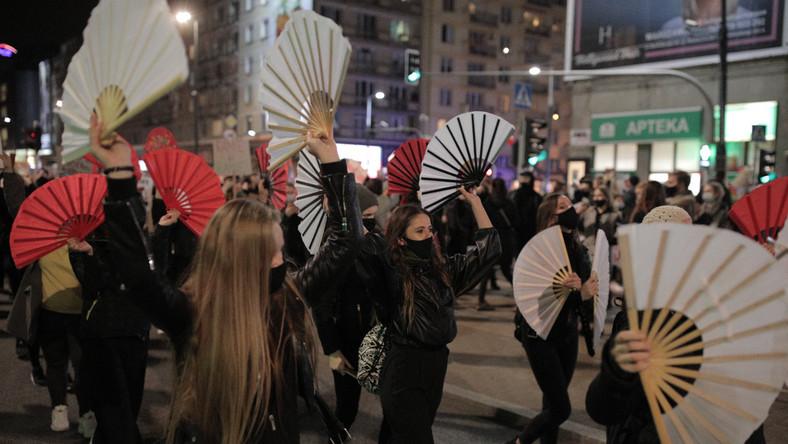 Strajk Kobiet . Marsz na Warszawe