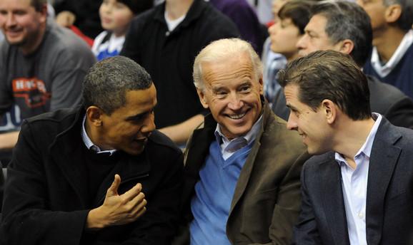 Džo (C) i Hanter Bajden (D) sa bivšim predsednikom Barakom Obamom