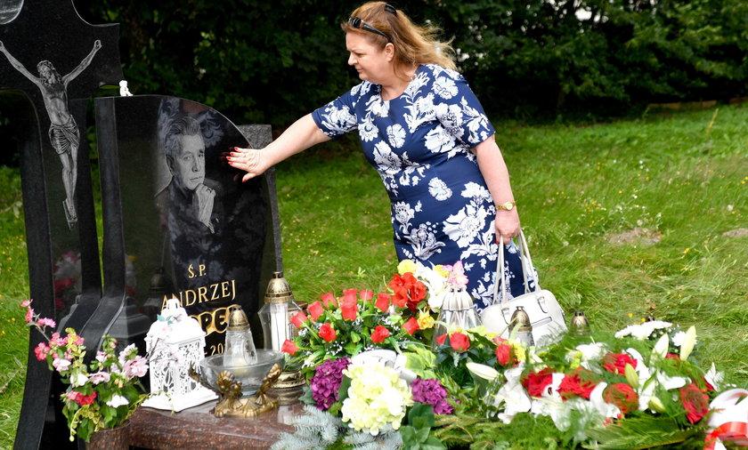 Beger przy grobie Leppera