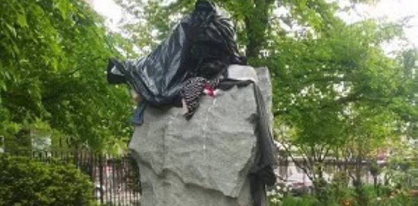 Zdewastowano pomnik Jerzego Popiełuszki