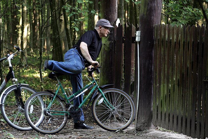 Były premier tłumaczy się z dewastacji leśniczówki