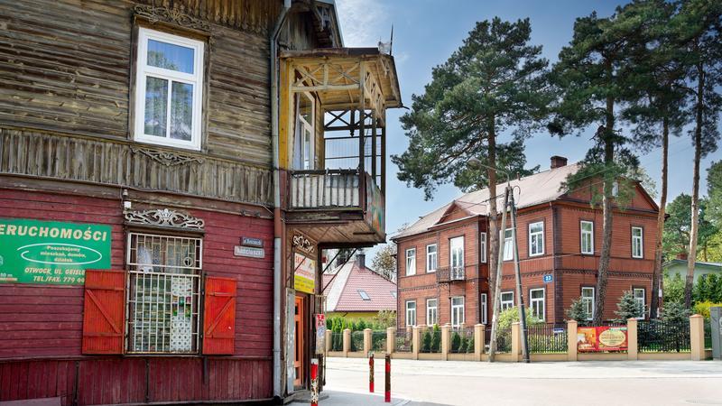 Otwock, ul. Koscielna, świdermajery, w drugim planie tzw. Hotel Polski z 1924 roku