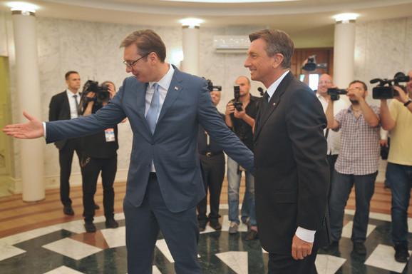 Vučić je čestitao Dan državnosti i slovenačkom predsedniku