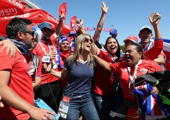 Leonora Himenez sa navijačima Kostarike u Samari