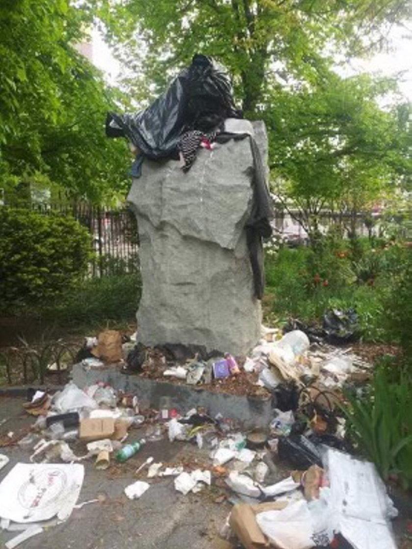 Zdewastowano pomnik Jerzego Popiełuszki.