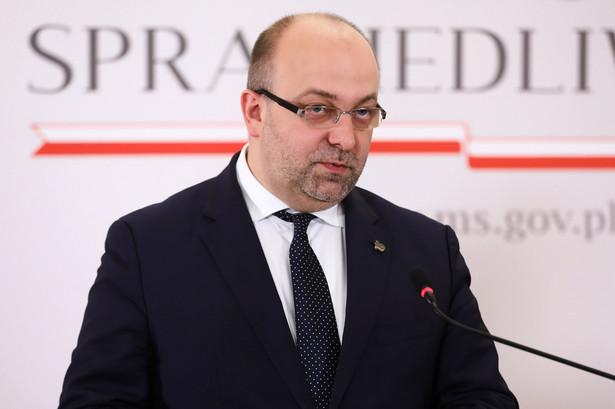 Były wiceminister sprawiedliwości, sędzia Łukasz Piebiak do czerwca 2020 r. nie będzie wykonywał obowiązków orzeczniczych; przebywa na usprawiedliwionej nieobecności - dowiedziała się w piątek PAP w Sądzie Okręgowym w Warszawie.