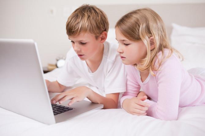 Pažljivo pratite aktivnosti svoje dece kada su za kompjuterom