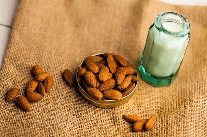 Bademovo mleko je genijalna stvar, ali je i genijalno skupa