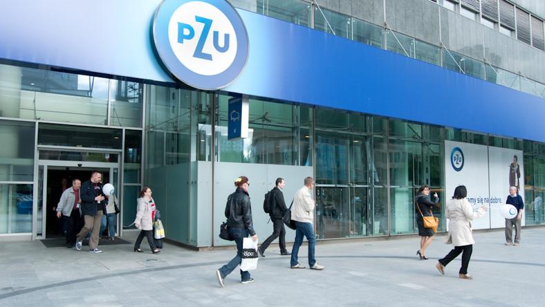 Wejście główne do siedziby PZU w Warszawie. Fot. Materiały prasowe PZU