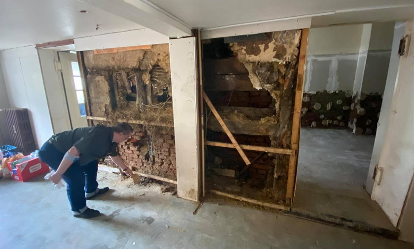 Skrytka w ścianie była dla właściciela domu dużym zaskoczeniem.