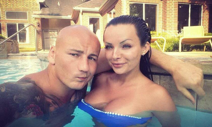Kamila Wybrańczyk, narzeczona Artura Szpilki, ma nowy tatuaż! To róża na prawej dłoni