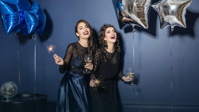 ace1b2edef Modne sukienki na sylwestra 2019. Sprawdź propozycje! - Moda