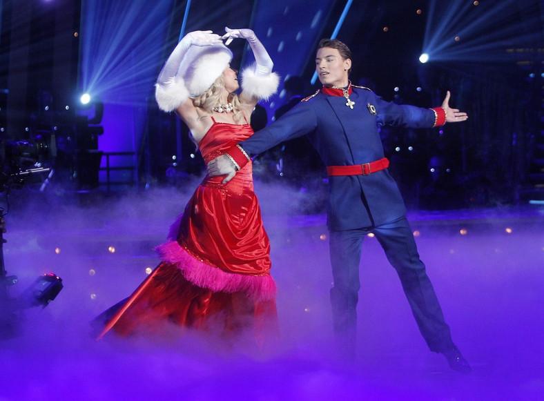 Paweł Staliński z tancerką Izabelą Janachowską w walcu wiedeńskim