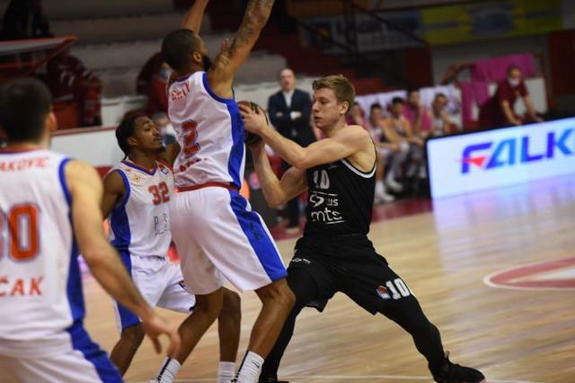 Ognjen Jaramaz na meču Borac - KK Partizan