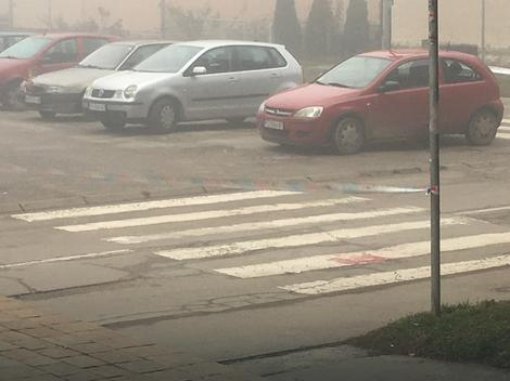 Mesto napada na oca i sina - ostali tragovi krvi na asfaltu