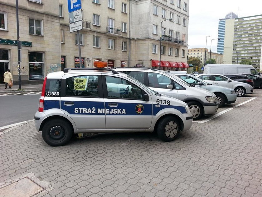 Tak parkuje straż miejska