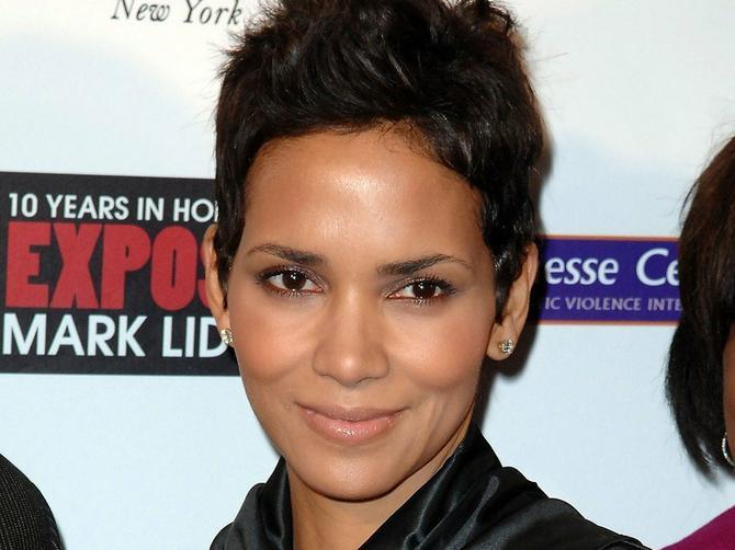 Sa 50 izgleda kao da ima 30: Da li ste znali da iza njene mladolikosti i vitke linije stoji zapravo ovo!