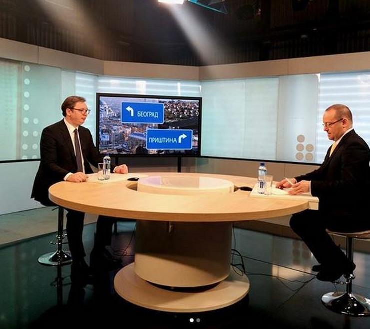 Aleksandar Vučić na RTS-u pričao i raspisivanju izbora, migrantima, taksama...