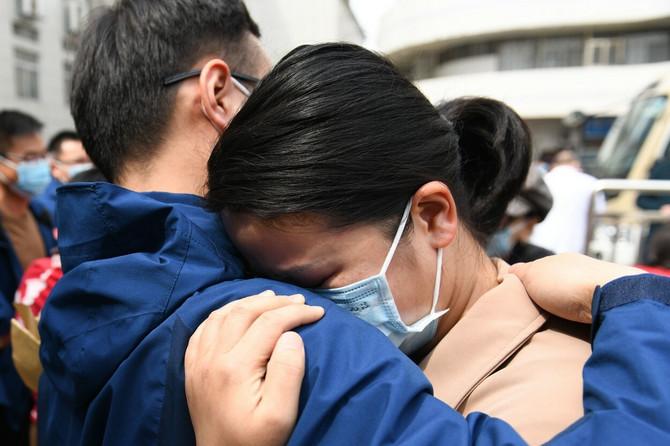 Medicinski radnici u Kini prvi put psole dugog vremena u zagrljaju svoje porodice