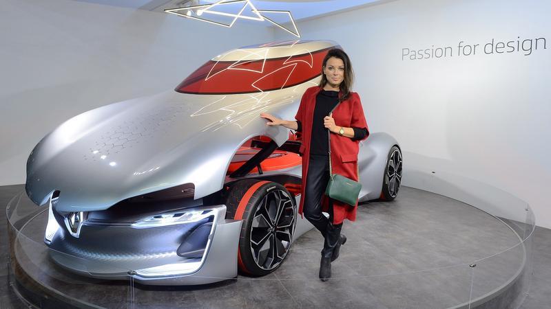 Ambasadorka Renault Katarzyna Glinka przy koncepcyjnym Renault Trezor