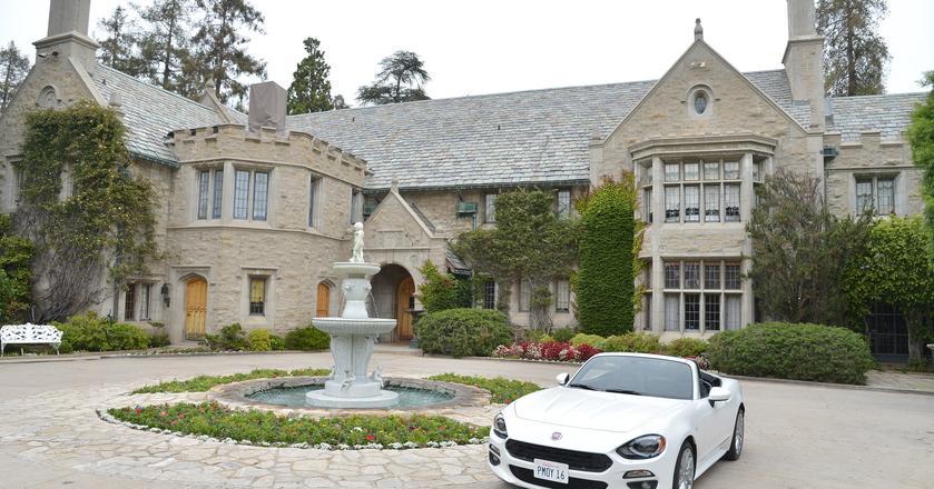 Słynna willa Playboya, w której Hugh Hefner mieszkał przeszło 40 lat