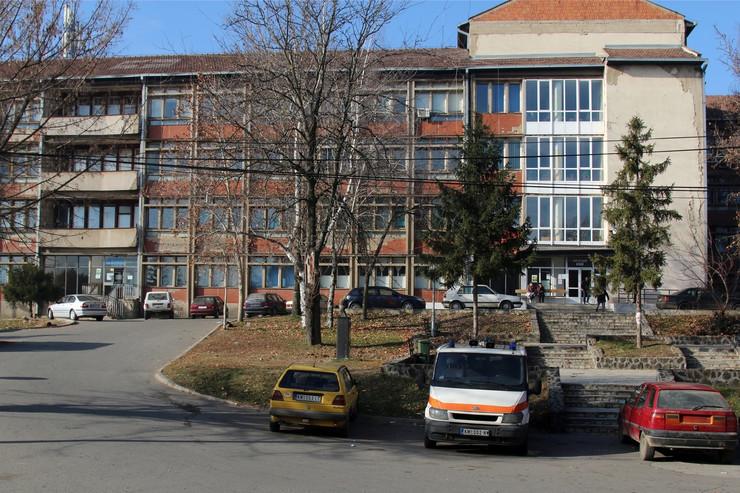 albanci napad grnčari bolnica kosovska mitrovica foto tanjug D. Simicevic