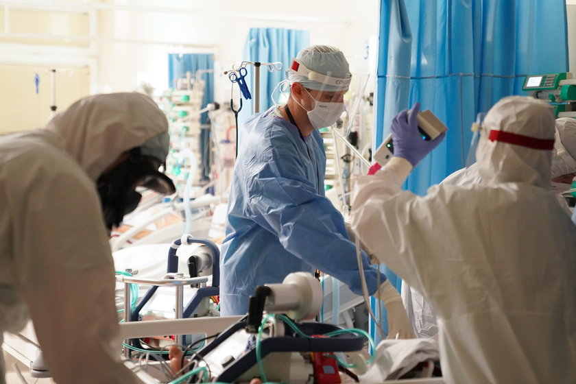 Tak medycy walczą o życie pacjentów. Te zdjęcia budzą podziw i niepokój