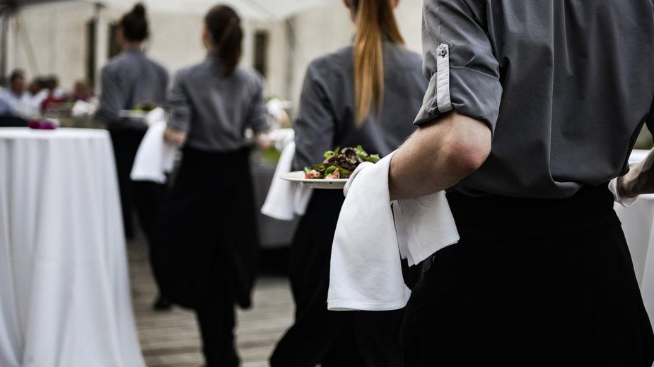 Nie tylko kelnerki mierzą się z seksistowskimi żartami ze strony klientów