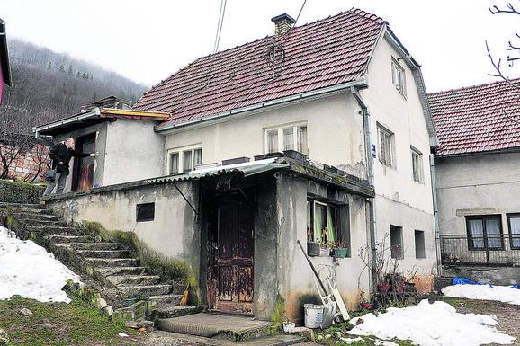 Dečaci su sa majkom i bakom živeli su u oronuloj kući