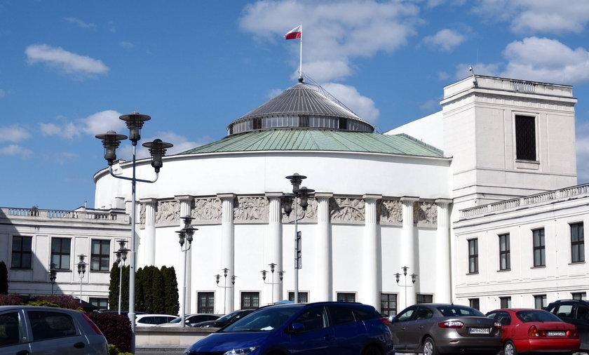 Utrzymanie Sejmu kosztuje nas 50 tys. zł za godzinę. Ale jeśli Kancelaria Sejmu zechce spełnić oczekiwania posłów, rachunek ten może wzrosnąć!
