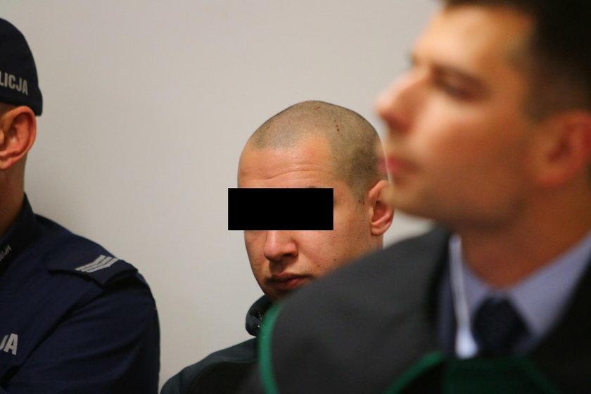 Łukasz P. na ławie oskarżony sadzony za śmiertelne pobicie przyszywanego wujka Tomasza M.