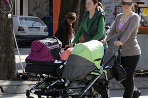 Dok u Srbiji SMANJUJU NAKNADE i na 800 dinara mesečno, porodilje u regionu primaju NAJMANJE 300 EVRA