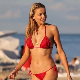 Louisa Warwick w skąpym bikini. Co za ciało!