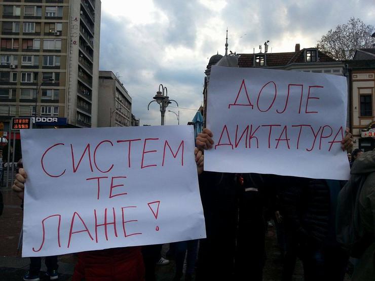 Neke od paralo na protestu u Nišu, foto Vesna Torović