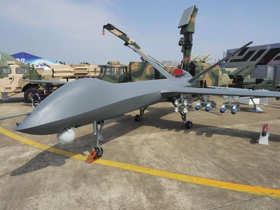 Najnovija kineska CH-5 može poneti čak 16 vođenih bombi ili raketa