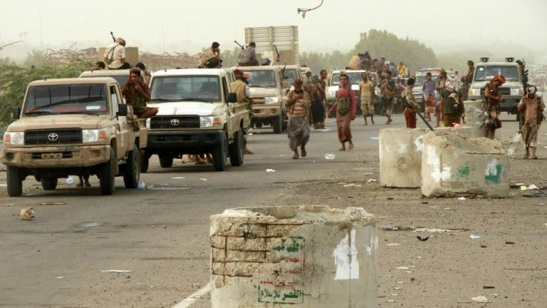 Yemeni pro-government forces arrive in al-Durayhimi district, about nine kilometres south of Hodeidah international airport on June 13, 2018