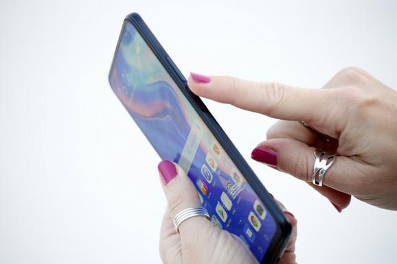 P Smart Pro na power dugmetu ima smešten i senzor za otisak prsta