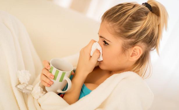 Chora kobieta, przeziębienie, grypa