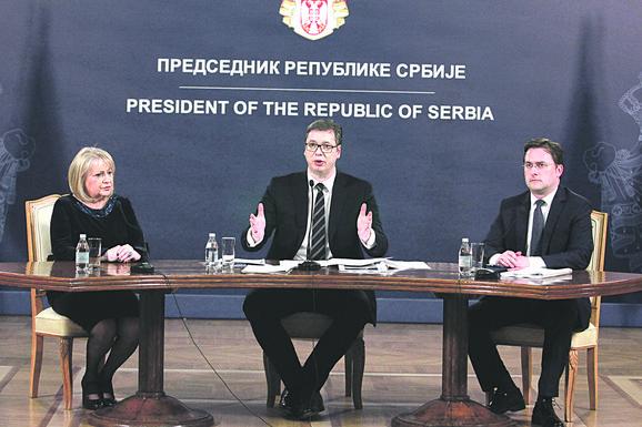 Predsednik Vučić i ministarka Đukić Dejanović na predstavljanju mera