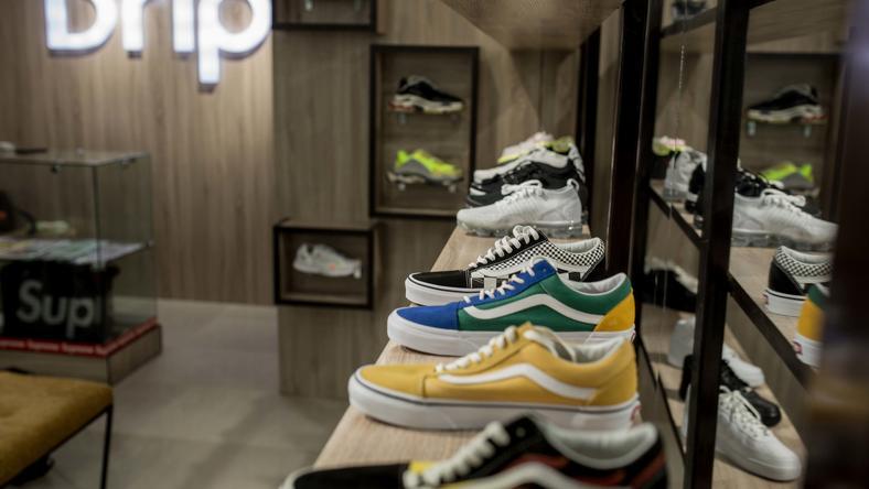 0df44c8e094f Multi-concept sneaker store