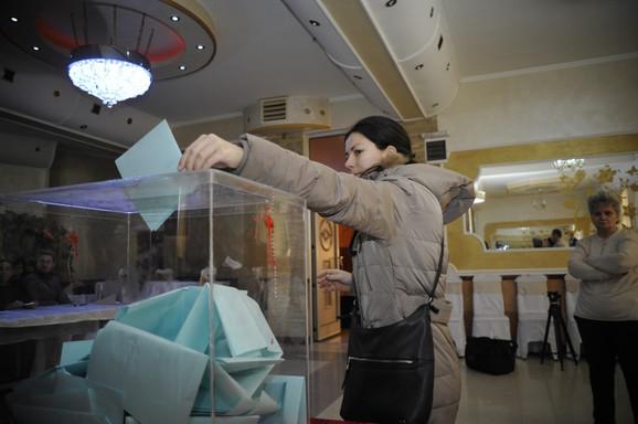 Kako je moguće da Srbi uvek završe u izvitoperenom jednopartizmu