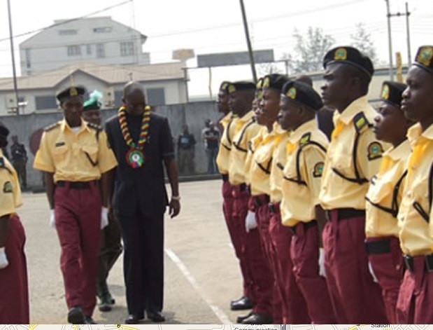 LASTMA officials and former Lagos Governor Fashola (Punch)